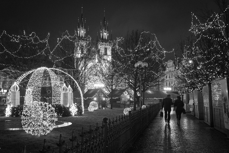 Taken 1 minute before the lights on Tyn Church were turned off for the night. 0.5 sec at f/2.8, ISO 200, 18mm