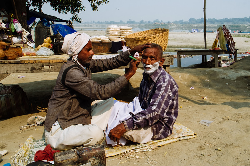 Getting a clean shave along the Yamuna River near the Eastern Approach Road bridge. Fuji X-Pro 1, 25mm, F/8, 1/250th, ISO 200