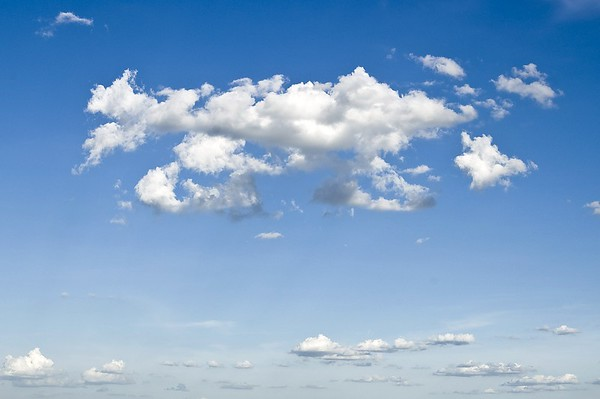 blue-cloudy-sky-86695