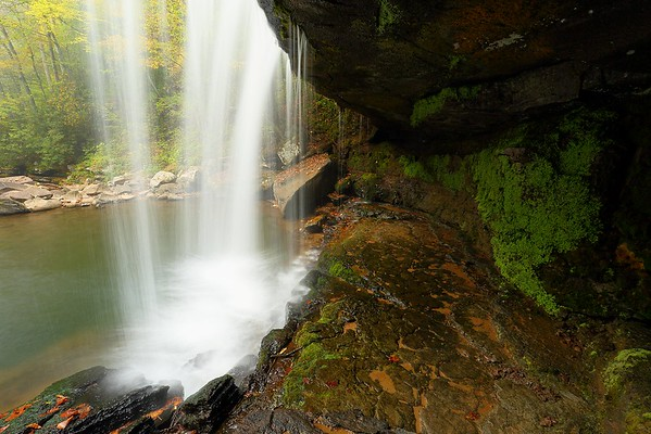 Claypool Falls, WV with no Grad ND filter used. Note how dark the area is behind the falls. © 2020 Kenneth R. Sheide