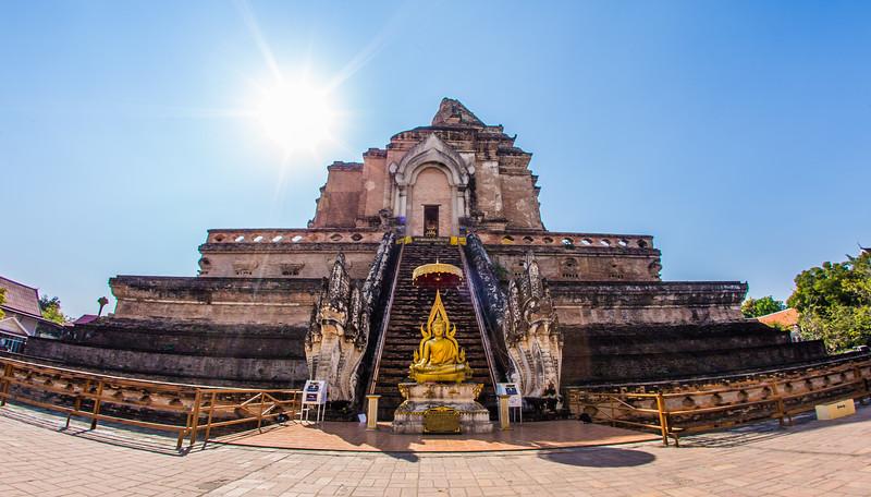 the ruins of Wat Chedi Luang, built in 1441