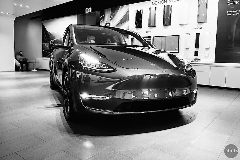 Model Y, Tesla Showroom - Austin, Texas