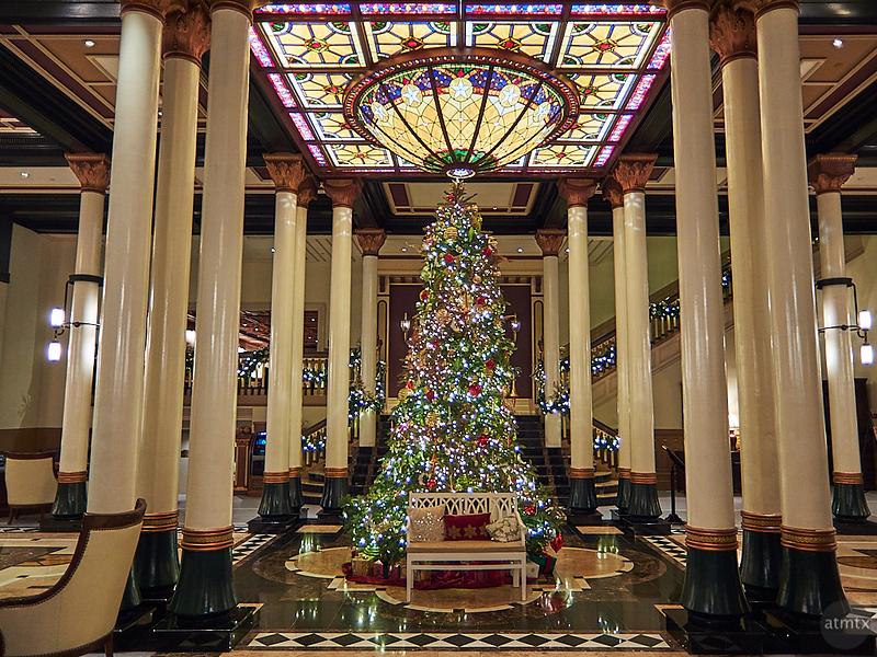 Driskill Christmas Tree 2019 - Austin, Texas (Fujifilm XQ1)