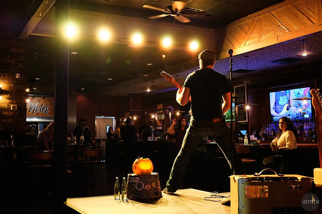Live Performance, Friends on 6th Street - Austin, Texas