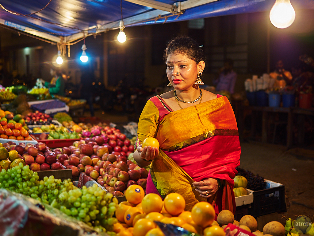 Sahana, Night Shopping - Bangalore, India