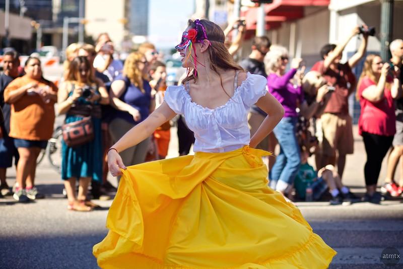 Dancer, 2016 Dia de los Muertos Parade - Austin, Texas