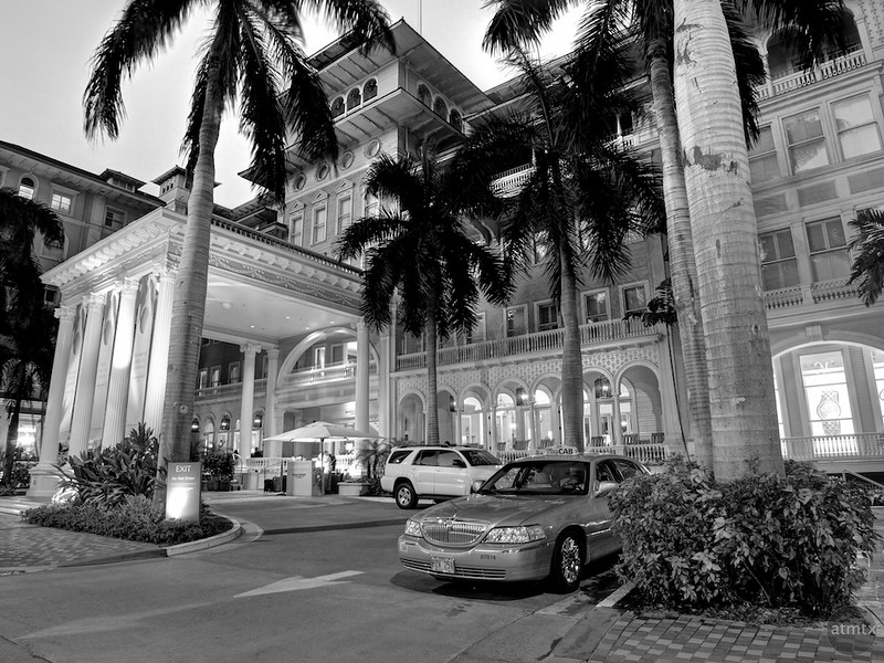 Entrance, Moana Surfrider - Honolulu, Hawaii