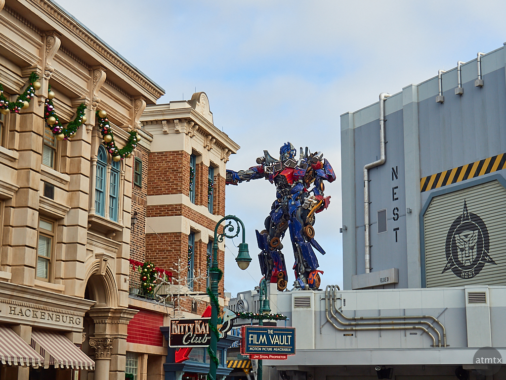 Optimus Prime defends Old New York, Universal Studios - Orlando, Florida