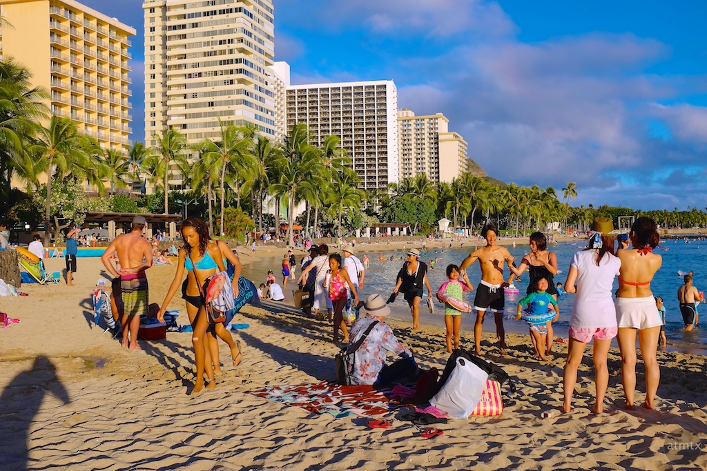 Beach Families, Waikiki Beach - Honolulu, Hawaii