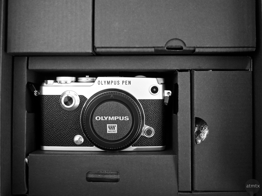 Olympus PEN-F in Box