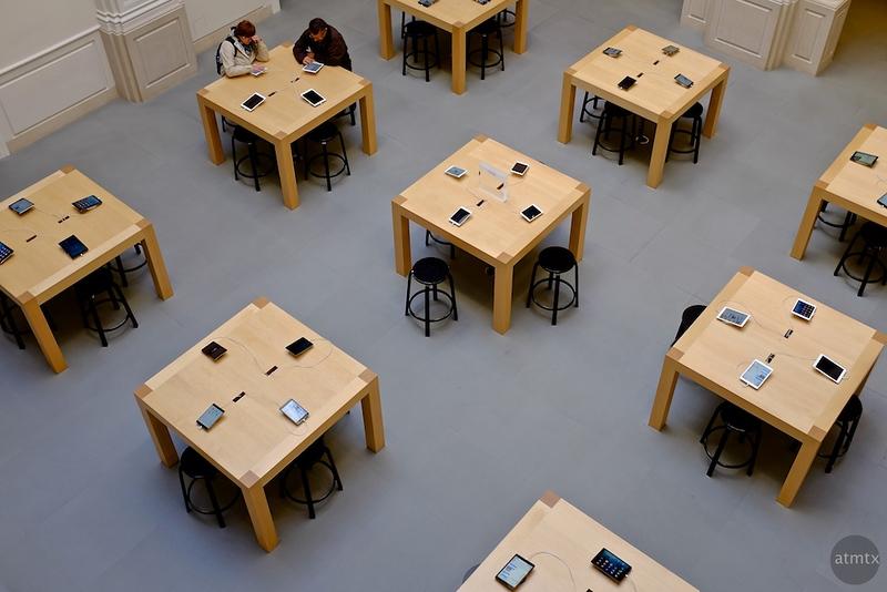 Table Geometry, Apple Store - Amsterdam, Netherlands