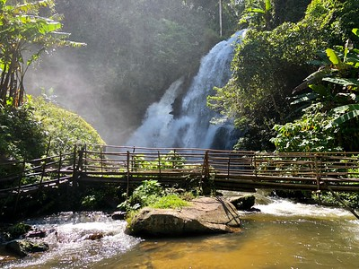 Pha Dok Sieo Waterfall & Rock