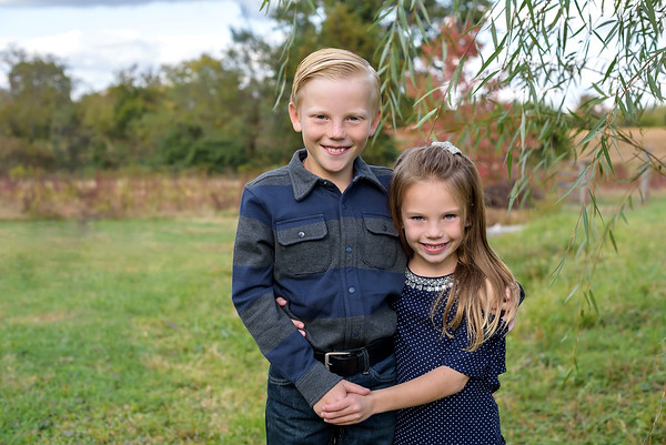 Cincinnati Family Photographer Sibling Photo on Amelia Farm
