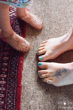 Kid's feet with her mummy, family portrait photography