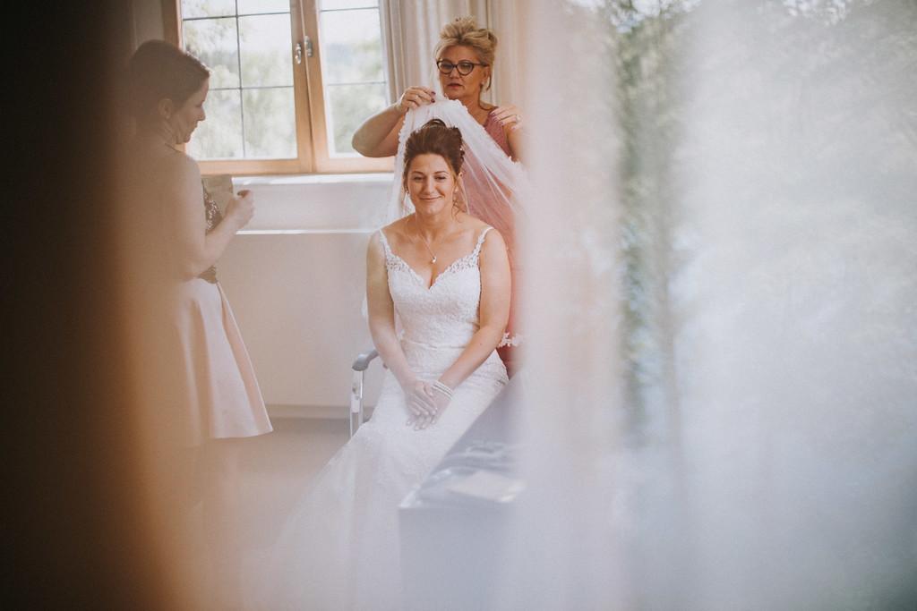 Braut getting ready auf Hochzeit