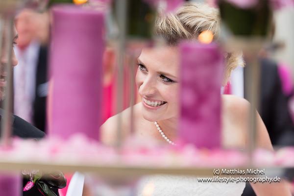 Eine Braut bei der Hochzeit im Schloss Dyck - Portrait - Hochzeitsfotograf Jüchen Schloss Dyck