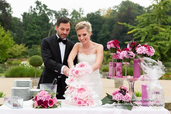 Die beste Hochzeitstorte in pink - Heiraten im Schloss Dyck - Hochzeit - Brautpaar -
