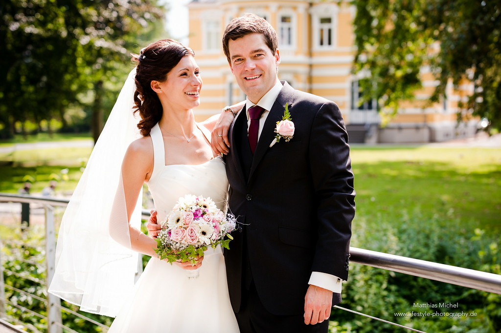 Das Brautpaar vor der Villa Erckens in Grevenbroich