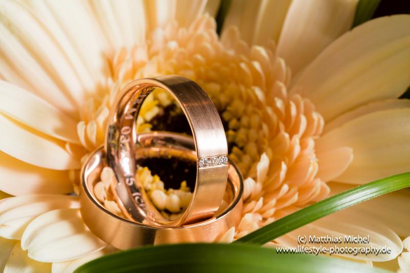 Heiraten im Schloss Dyck - Brautstrauß und Trauringe bei einer Hochzeit im Schloss Dyck