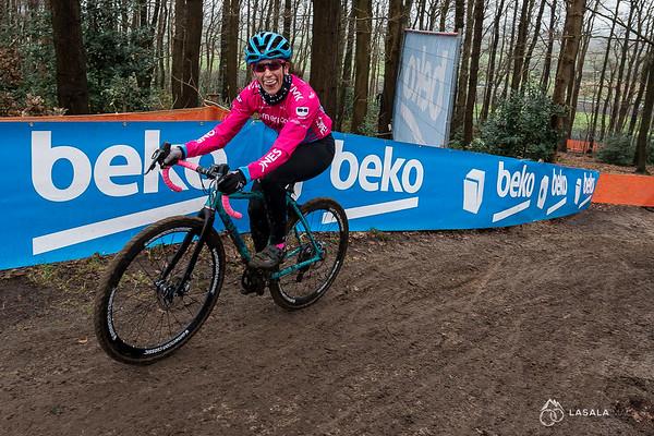 Courtenay McFadden is all smiles on the pre-ride at the Hoogerheide Cyclo-cross World Cup on January 23, 2016 in Hoogerheide, The Netherlands. Photo: Matthew Lasala