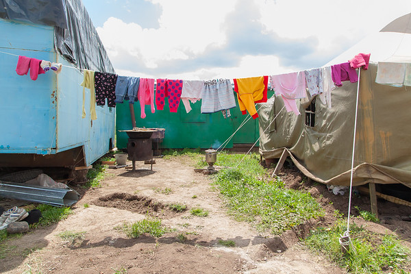 Life at a Kyrgyz settlement. Drying clothes.