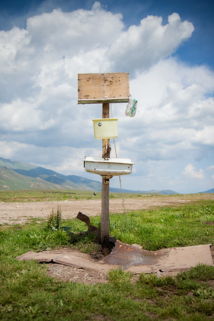 Life at a Kyrgyz settlement. Mobile sink. Thanks to the wonders of gravity, you can properly wash your hands in the middle of nowhere.