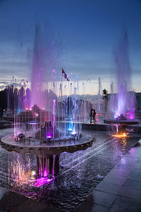 The main attraction is probably the group of fountains located on one side of the square.