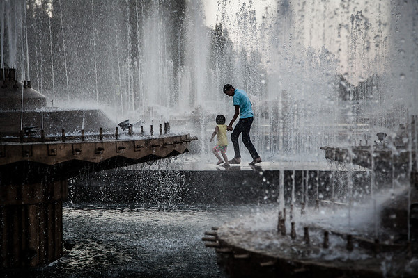 The main attraction in Ala-Too Square is probably the group of fountains located on one side of the square. On hot summer days, kids love running under the splashed water, taking adults with them.