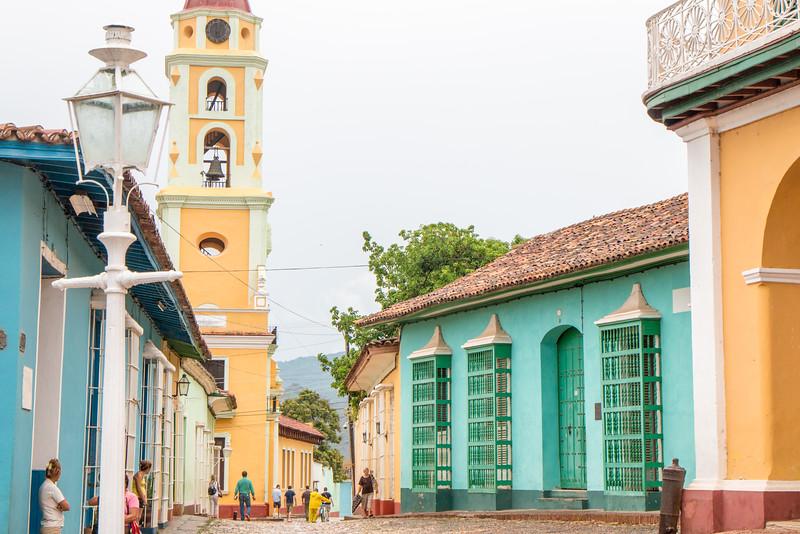 Walking the colourful streets of Plaza Mayor, Trinidad