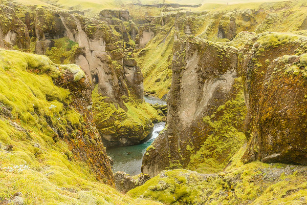 Fjaðrárgljúfur canyon edge