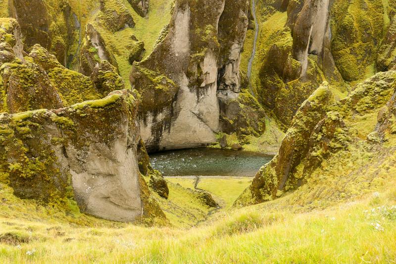 Right side of Fjaðrárgljúfur canyon