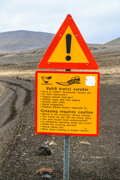 Warning rivers to ford on F225, Iceland