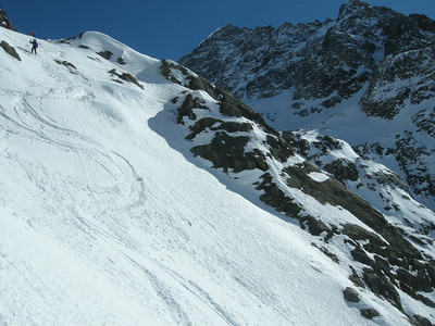 Right of skiers: Top of Piz Tschierva