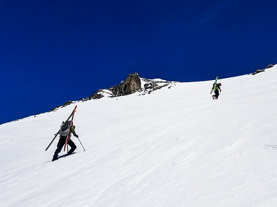 Hiking last bowl to summit of Mt Ritter