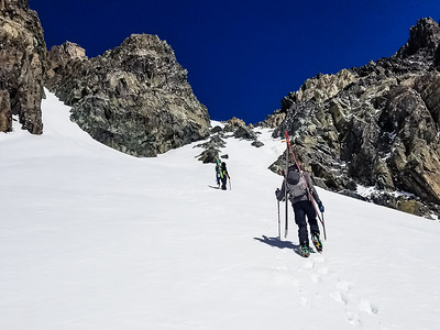 Hiking couloir to Mt Ritter