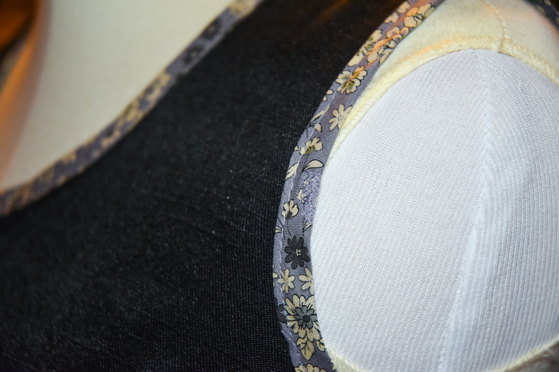 Oops, when I was trimming the seam, I accidentally snipped the binding and had to machine mend it. I honestly forgot all about this and haven't noticed it once while wearing it!