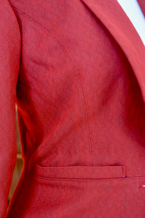 You can also see how the lack of interfacing on the side seam panels affects the structure. The side panel collapses, but the front and collar do not.