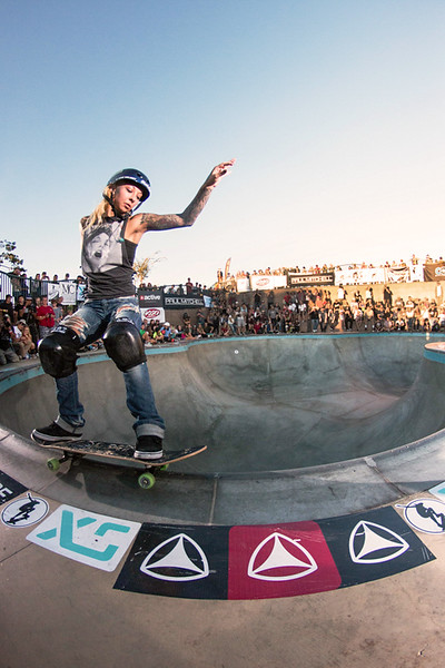 Julz Lynn, stand-up grind with style.