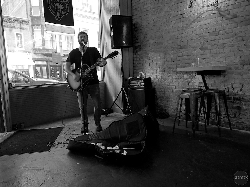 Lone Performer, 6th Street Bar - Austin, Texas