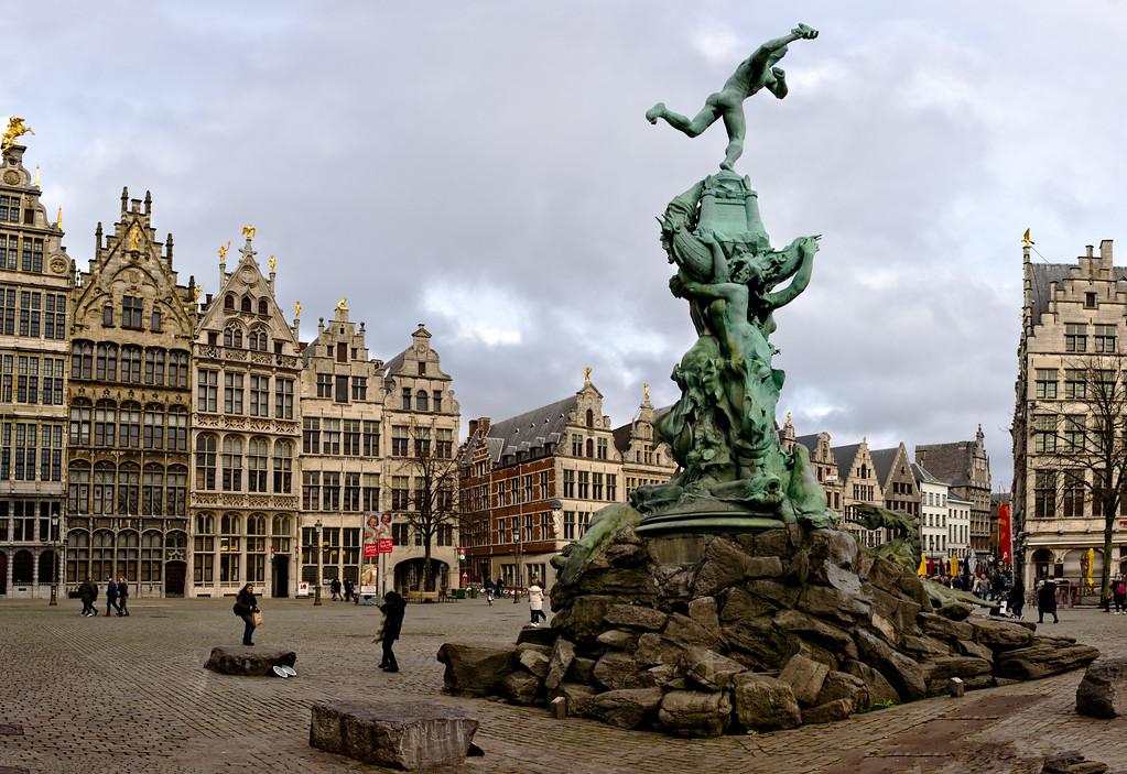 Silvius Brabo in the Grote Markt (Antwerp, Belgium 2018)