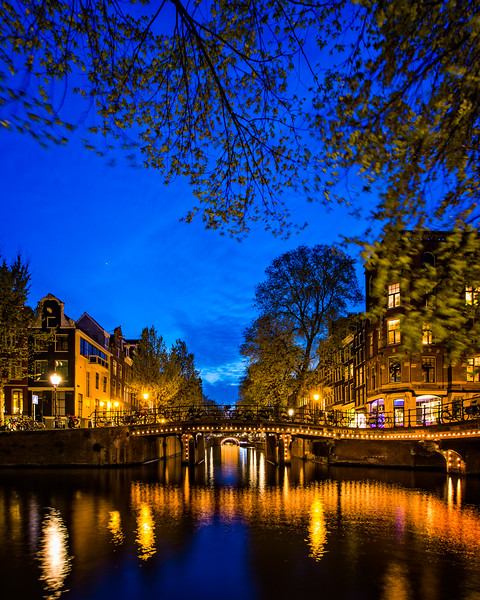 The Herengracht and Leliegracht canals at dusk (Amsterdam, Netherlands 2015)