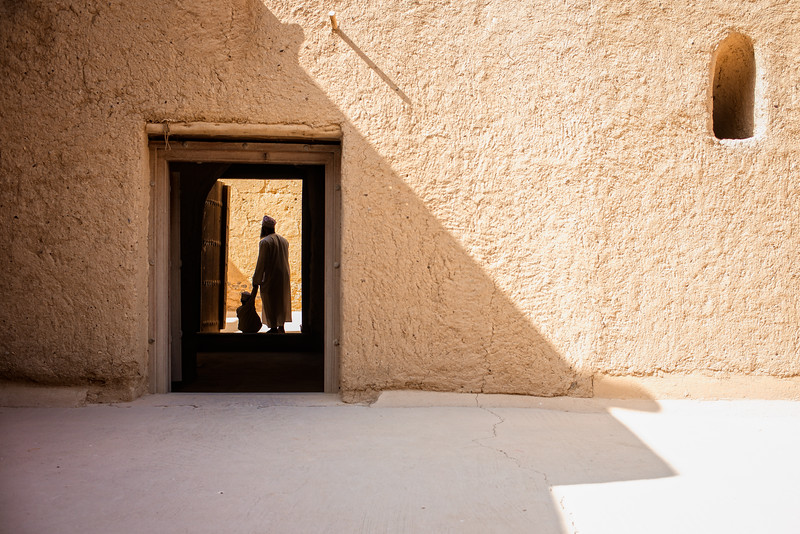 Through the shadows of Al Qabasah (Bahla, Sultanate of Oman, 2017)