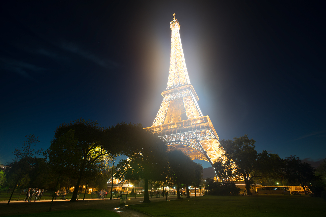 sparkling lights on the eiffel tower paris hdrshooter