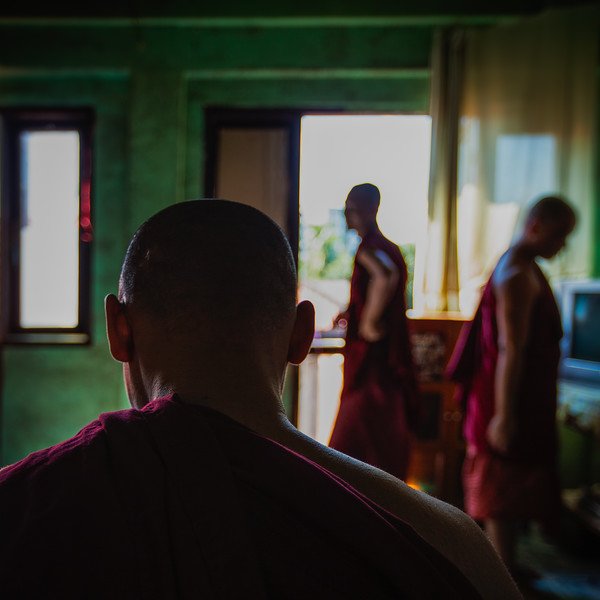 Monks at the Chaukhtatgyi  Monastery (Yangon, Myanmar 2013)