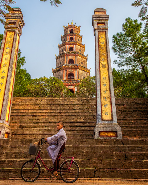 Schoolboy by the Thien Mu Pagoda (Hue, Vietnam 2009)