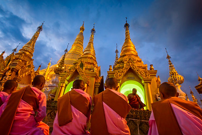 Evening Prayer at the Shwedagon Pagoda (Yangon, Myanmar 2013)