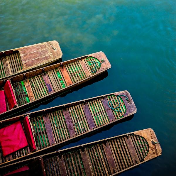 Punting boats at Magdalen Bridge Boathouse (Oxford, United Kingdom 2018)