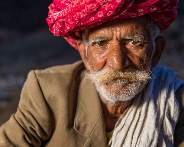 Old man sitting in a field (Jodhpur, India 2015)