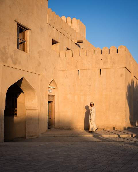 Emerging shadows at Nizwa Fort (Nizwa, Sultanate of Oman 2017)