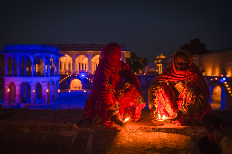 Candle lighting at the World Sufi Spirit Festival in Nagaur (Rajasthan, India 2015)